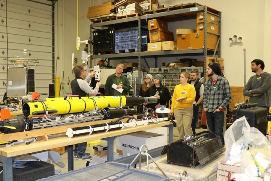 CIGLR's Russ Miller shows Dr. Steven Francoeur's Limnology Class from Eastern Michigan University around High Bay Lab. Photo Credit: NOAA GLERL.